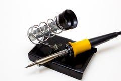 Mesa para el trabajo como componentes de radio fotos de archivo libres de regalías