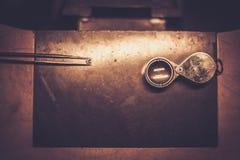 Mesa para la joyería del arte Foto de archivo libre de regalías
