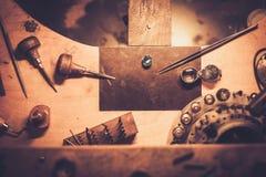 Mesa para la joyería del arte Fotos de archivo