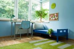 Mesa próximo à cama do menino Imagem de Stock Royalty Free