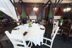 Mesa redonda en restaurante fotografía de archivo libre de regalías