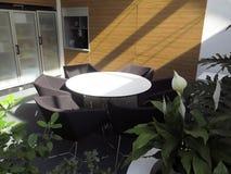 Mesa redonda na sala de reunião Foto de Stock