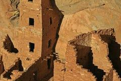 Mesa Verde Cliff Dwellings Glowing in de middagzon in 4 hoeken stock afbeelding