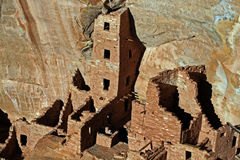 Mesa Verde Cliff Dwellings Glowing in der Nachmittagssonne Stockfotos