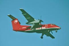 Mesaba linii lotniczych De Havilland DHC-8 lądowanie przy Minneapolis†'Saint Paul lotniskiem międzynarodowym w Wrześniu 1992 obraz stock