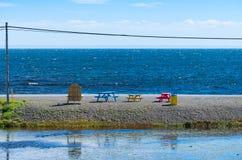 Mesas de picnic coloridas Foto de archivo libre de regalías