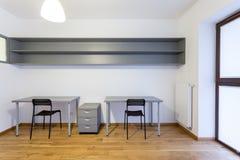 Mesas na sala de estudo Fotos de Stock Royalty Free