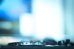 Mescolanza delle piattaforme girevoli di Ibiza DJ Immagine Stock