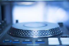 Mescolanza delle piattaforme girevoli di Ibiza DJ Fotografia Stock Libera da Diritti