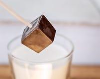 Mescolatore del cioccolato fondente Fotografia Stock Libera da Diritti