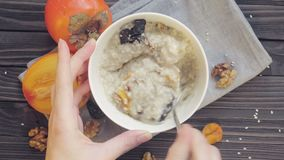 Mescolatura del porridge atmeal Vista superiore