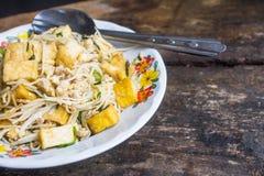 Mescoli il cinese infornato della tagliatella con un gusto delizioso per guadagnarsi da vivere come ristorante cinese nel paese fotografie stock