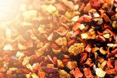 Mescoli il karkade del tè con i frutti ed i fiori secchi Fondo e struttura del tè della frutta Vista superiore Priorità bassa del Immagine Stock Libera da Diritti