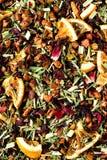 Mescoli il karkade del tè con i frutti ed i fiori secchi Fondo e struttura del tè della frutta Vista superiore Priorità bassa del Immagini Stock Libere da Diritti
