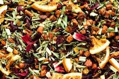 Mescoli il karkade del tè con i frutti ed i fiori secchi Fondo e struttura del tè della frutta Vista superiore Priorità bassa del Fotografia Stock Libera da Diritti