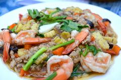 Mescoli il tofu fritto con carne di maiale e gamberetto tritati fotografia stock
