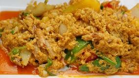 Mescoli la polpa di granchio fritta con curry fotografia stock libera da diritti