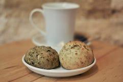 Mescoli le pasticcerie apperative con caffè fotografia stock