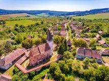 Mesendorf anglosaxare stärkt kyrka nära Brasov, Transylvania, Roma royaltyfria foton