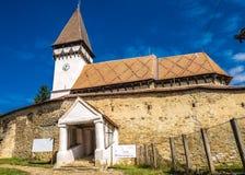 Mesendorf stärkte kyrkan i en traditionell saxonby i Tra Royaltyfri Bild
