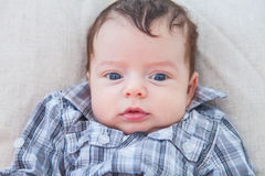 2 meses del bebé en casa Imagen de archivo