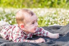 6 meses lindos de sonrisa del bebé Imagen de archivo libre de regalías