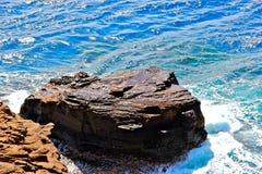 Meseta de la roca en el mar foto de archivo libre de regalías