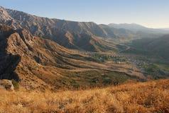 Meseta en las montañas cerca de Tien Shan occidental Imagen de archivo libre de regalías