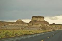 Meseta interesante en el lado del camino en Arizona fotos de archivo
