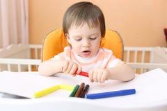 18 mesi adorabili di pitture del bambino Immagini Stock Libere da Diritti