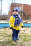 18 mesi di bambino all'aperto in primavera Fotografie Stock