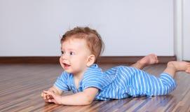 6 mesi di gioco del neonato Immagini Stock Libere da Diritti
