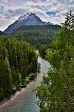 Mesón de las montañas suizas, Scuol-río Imágenes de archivo libres de regalías