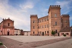 Mesola, Феррара, эмилия-Романья, Италия: церковь и замок в Стоковые Изображения RF