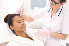 Mesotherapy Behandlung der Mikronadel Stockfotos