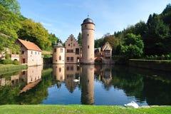 Mespelbrunn mittelalterliches Schloss. Vorderansicht stockfotografie
