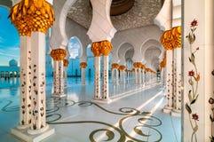 Mesquita, Abu Dhabi, Emiratos Árabes Unidos Imagens de Stock
