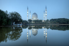 A mesquita bonita de Sultan Salahuddin Abdul Aziz Shah (igualmente conhecida como a mesquita azul) Imagens de Stock Royalty Free