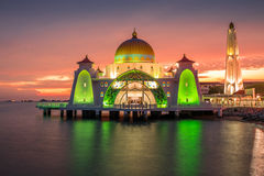 Mesquita bonita durante o por do sol Fotos de Stock Royalty Free