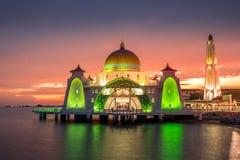 Mesquita bonita durante o por do sol Fotografia de Stock