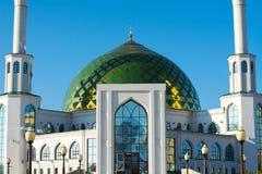 Mesquita branca com Green Dome Fotografia de Stock Royalty Free