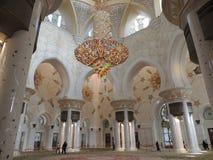 Mesquita branca do xeique Zayd em Abu Dhabi para dentro Foto de Stock
