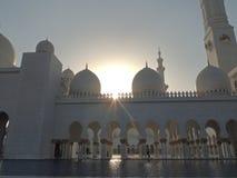 Mesquita branca do xeique Zayd na diminuição de Abu Dhabi para dentro Imagens de Stock Royalty Free