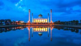 Mesquita central de Songkhla na noite, Hatyai, Songkhla, Tailândia Fotos de Stock Royalty Free