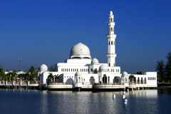 A mesquita de flutuação Fotografia de Stock Royalty Free