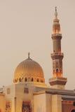 Mesquita de Noor do Al em Sharjah na noite United Arab Emirates foto de stock royalty free