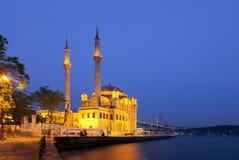 Mesquita de Ortakoy e ponte do bosphorus Imagem de Stock