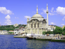 Mesquita de Ortakoy em Bosphorus Fotografia de Stock