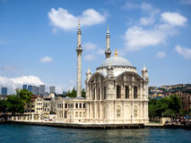 Mesquita de Ortakoy em Istambul, Foto de Stock