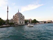 Mesquita de Ortakoy em Istambul Foto de Stock Royalty Free